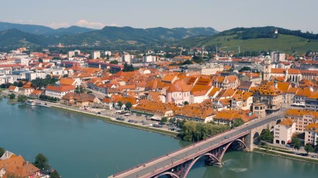 マリボル川とドラヴァ川の航空写真 - スロベニア点の映像素材/bロール
