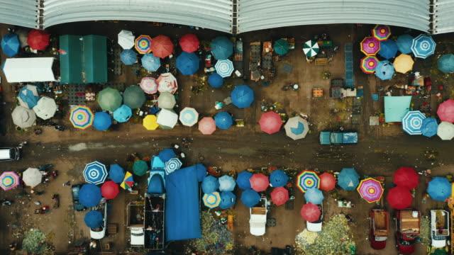 aerial view of mercado de abastos in mexico city. - video di bancarella video stock e b–roll