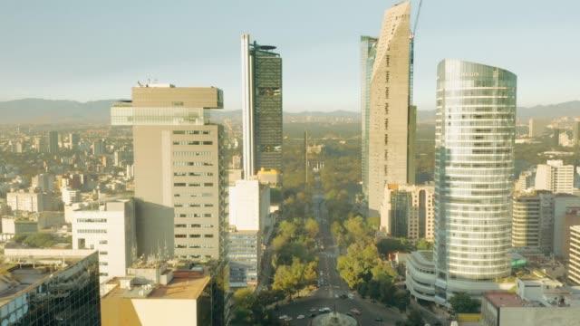 Vista aérea de la ciudad de México. Paseo de la Reforma. - vídeo