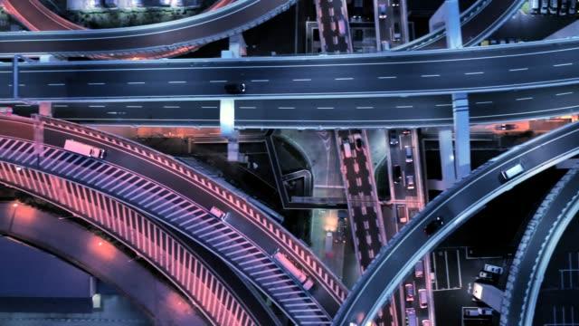 夜間多車道公路鳥圖 - 高角度觀看 個影片檔及 b 捲影像