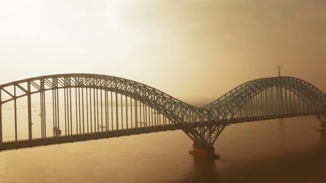 vídeos y material grabado en eventos de stock de vista aérea de nanjing dashengguan yangtze river bridge - río yangtsé