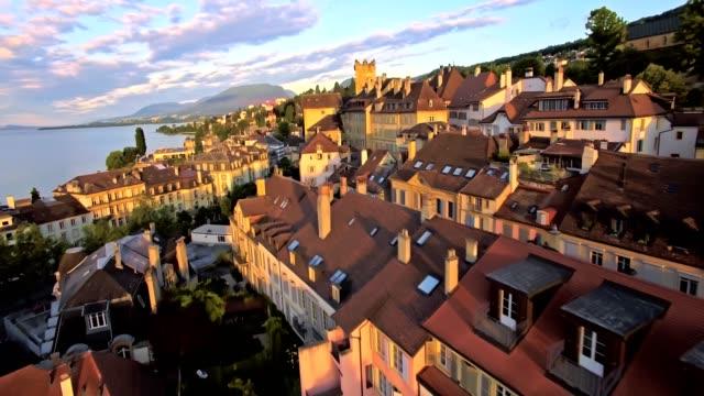 vídeos de stock e filmes b-roll de aerial view of neuchatel with a beautiful sunny day, switzerland - suíça
