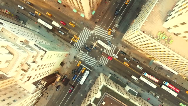 stockvideo's en b-roll-footage met luchtfoto uitzicht van new york city street - culturen