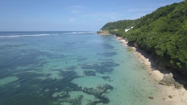 vídeos de stock e filmes b-roll de aerial view of nyang nyang beach - bali