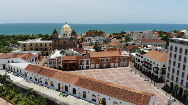 aerial view of old town district in cartagena colombia - coloniale video stock e b–roll