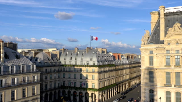 flyg utsikt över paris gator i 4k slow motion 60fps - fransk kultur bildbanksvideor och videomaterial från bakom kulisserna