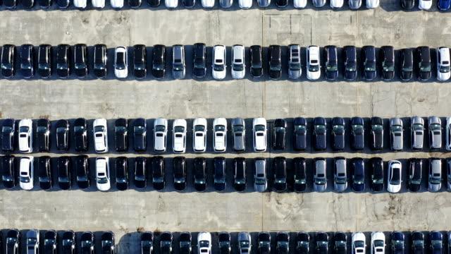 aerial view of parked cars - колонна стоковые видео и кадры b-roll