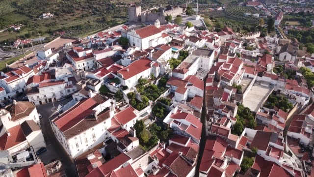 vídeos de stock e filmes b-roll de aerial view of peculiar architecture of city of elvas - portalegre