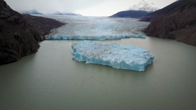 aerial view of perito moreno glacier in lago argentino, argentina. - clima video stock e b–roll