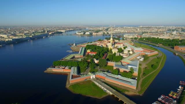 vidéos et rushes de vue aérienne de peter et paul fortress - forteresse