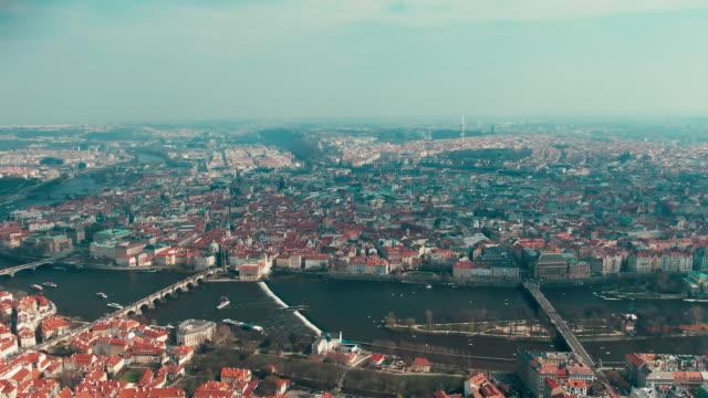 プラハ橋の航空写真 - チェコ共和国点の映像素材/bロール