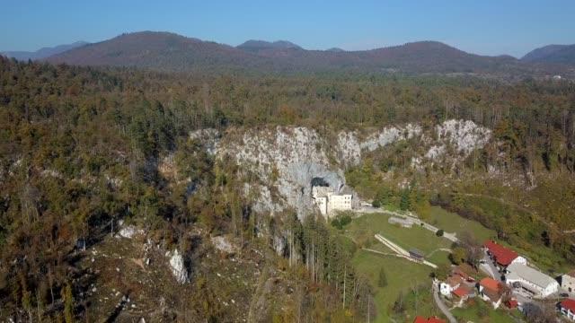 ブレッド洞窟城、スロベニアの航空写真 - スロベニア点の映像素材/bロール