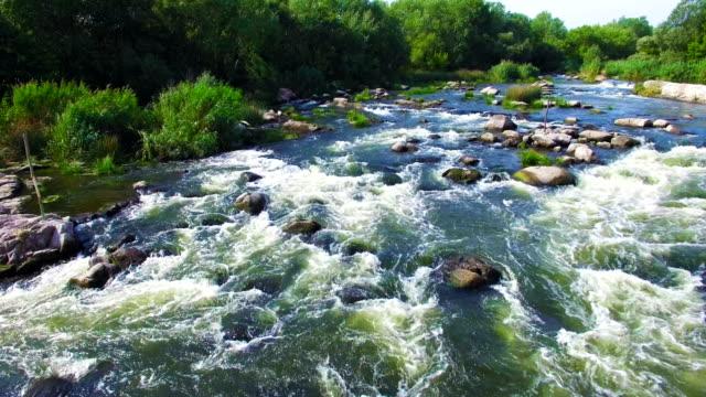 vista aerea di rapido fiume - acqua dolce video stock e b–roll