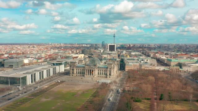 vídeos y material grabado en eventos de stock de vista aérea. de reichstag en berlín 4k - berlín
