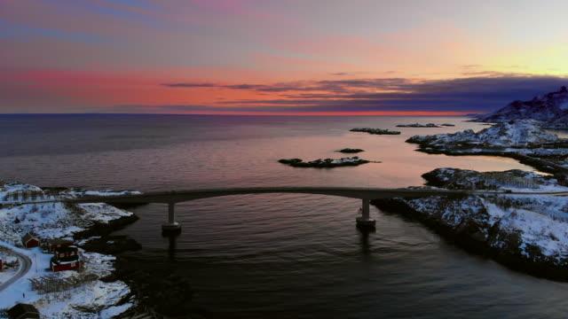 vídeos de stock e filmes b-roll de aerial view of reine landscape in norway - reine
