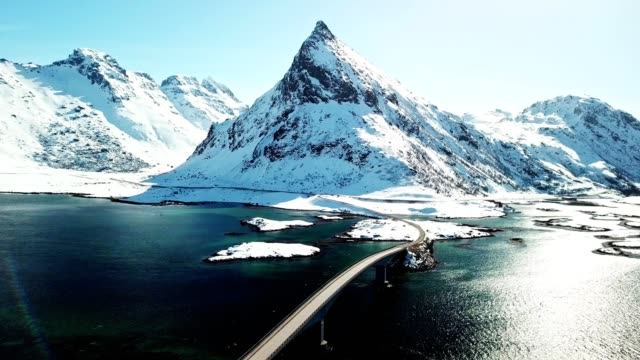 vídeos de stock e filmes b-roll de aerial view of reine landscape in norway - lofoten