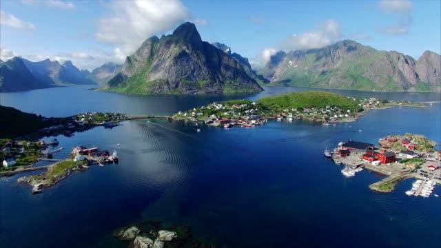 veduta aerea di reine sulle isole lofoten, norvegia - fiordo video stock e b–roll