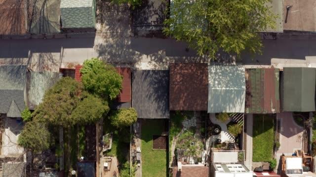 вид с воздуха на жилые дома в конце весны. - онтарио канада стоковые видео и кадры b-roll