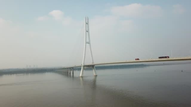vídeos y material grabado en eventos de stock de vista aérea de transporte de camino del puente del río de yangtze - río yangtsé