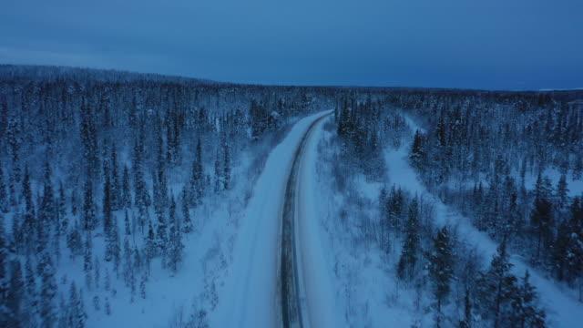 stockvideo's en b-roll-footage met luchtfoto van de landelijke weg in het winterseizoen - rusland