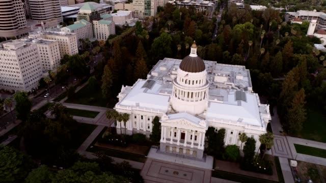 veduta aerea del campidoglio di sacramento - capitali internazionali video stock e b–roll