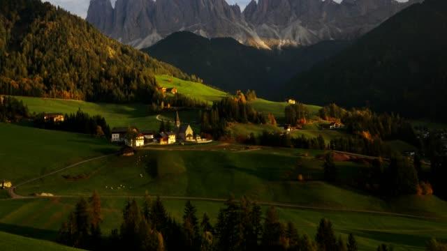 stockvideo's en b-roll-footage met luchtfoto van santa maddalena village in val di funes/zuid-tirol-italie - klooster