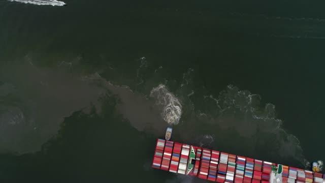 veduta aerea del porto di santos in brasile - fianco a fianco video stock e b–roll