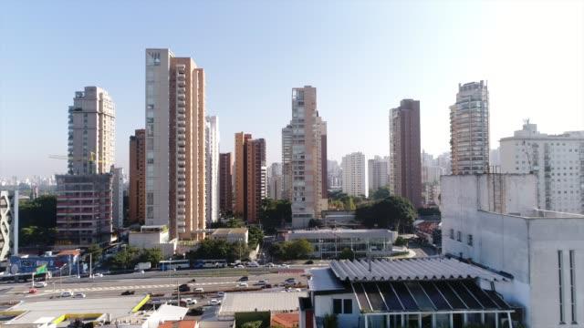 vídeos y material grabado en eventos de stock de vista aérea de san pablo, brasil - señalización vial