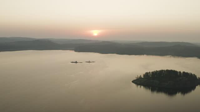 вид с воздуха на скандинавскую природу - спокойная вода стоковые видео и кадры b-roll