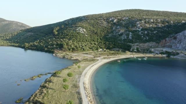 flygfoto över havsbukten och sjön med smal randlinje. - egeiska havet bildbanksvideor och videomaterial från bakom kulisserna