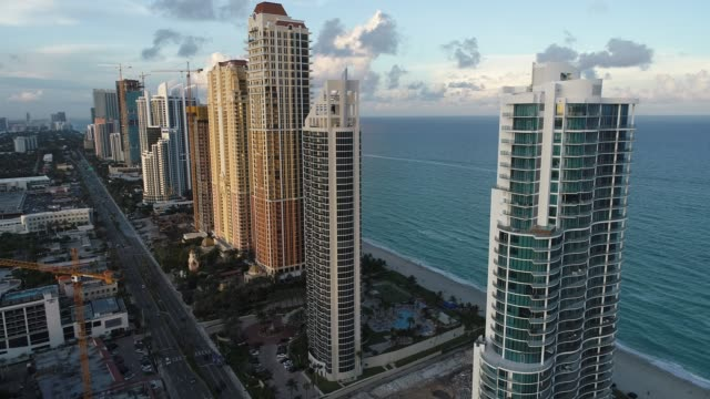 aerial view of seascape sunset. sunny isles beach, miami, united states. great landscape. vacation travel. tropical travel. - район стоковые видео и кадры b-roll
