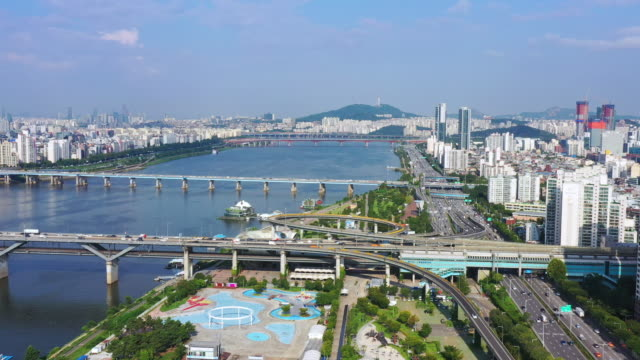 vídeos y material grabado en eventos de stock de vista aérea de la ciudad de seúl en el parque ttukseom hangang y el río han en seúl corea del sur,la increíble escena de corea del sur puede ver la torre de seúl claramente,vista aérea del tráfico de seoul - n seoul tower
