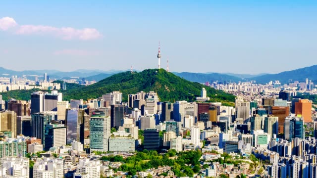 vídeos de stock, filmes e b-roll de vista aérea da paisagem urbana no centro de seul e namsan seoul tower por do sol seoul, coreia do sul. - coreia
