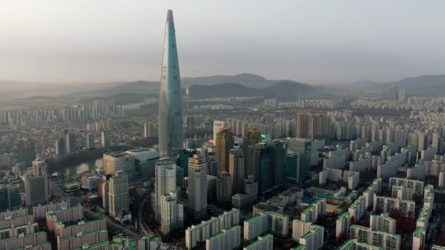 vídeos de stock e filmes b-roll de aerial view of seoul, south korea with lotte world tower building - sul