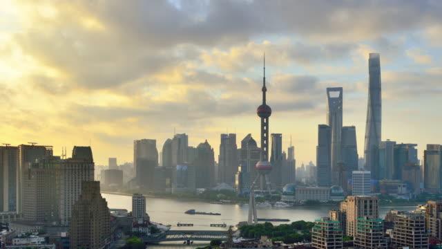 stockvideo's en b-roll-footage met 4k: luchtfoto van shanghai cityscape bij morning, china - twilight