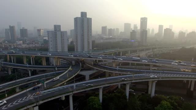 vidéos et rushes de vue aérienne de route de shanghai - route surélevée