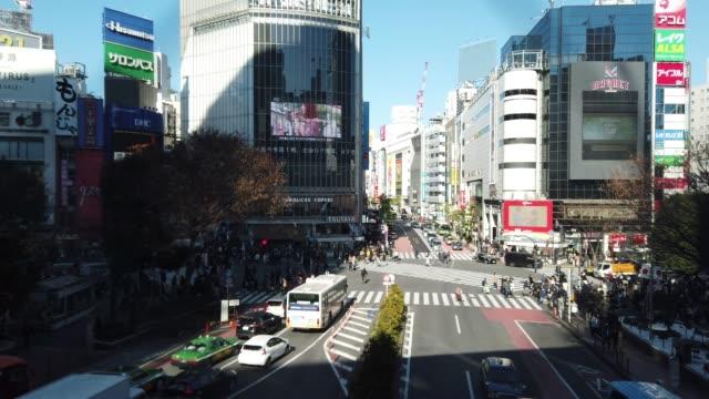 flygfoto över shibuya crossing i tokyo, japan - billboard train station bildbanksvideor och videomaterial från bakom kulisserna