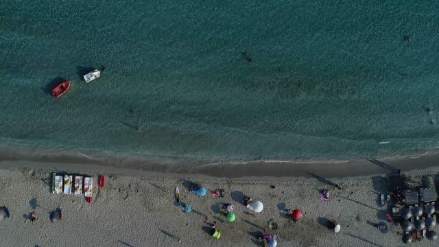 aerial view of simos beach in elafonisos island in greece - пелопоннес стоковые видео и кадры b-roll