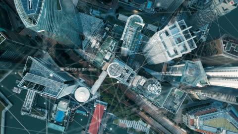 vidéos et rushes de vue aérienne de singapour moderne ville et la communication réseau, smart city. internet des objets. réseau de communication d'information. réseau de capteurs. smart grid. conceptuel abstrait. - horizon urbain
