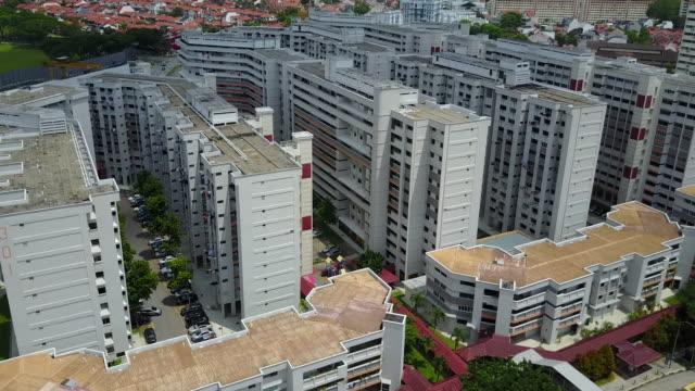 aerial view of singapore's house estates - osiedle mieszkaniowe filmów i materiałów b-roll