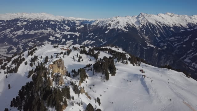 aerial view of skiers on ski slopes in penken area, mayrhofen ski resort, tyrol, austria. - stato federato del tirolo video stock e b–roll