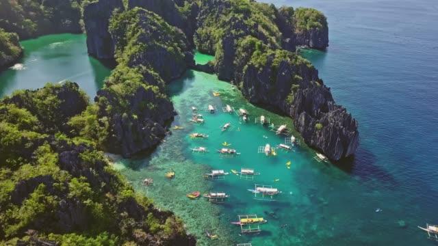 veduta aerea della piccola laguna a palawan, filippine - filippino video stock e b–roll