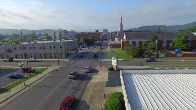 küçük şehir devletleri havadan görünümü - alabama stok videoları ve detay görüntü çekimi