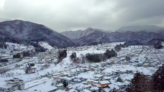 長野県山ノ内町で冬の雪の空撮 - 冬点の映像素材/bロール