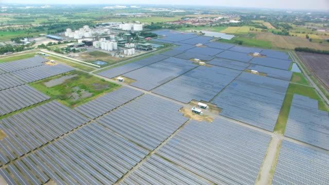 flygfoto över solcell gård - djurlem bildbanksvideor och videomaterial från bakom kulisserna
