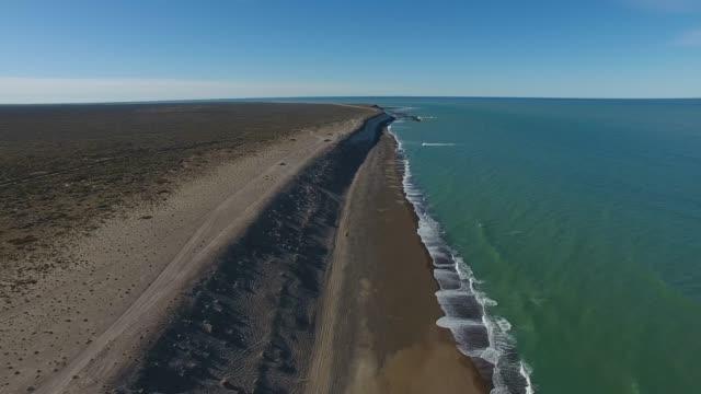widok z lotu ptaka na plażę south atlantic beach - argentyna filmów i materiałów b-roll