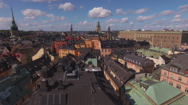 flygfoto över stockholms gamla stan. drone skott flyger över staden byggnader i gamla stan i stockholm, sverige - stockholm bildbanksvideor och videomaterial från bakom kulisserna