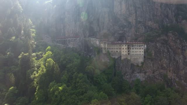 stockvideo's en b-roll-footage met luchtfoto van het sumela klooster in trabzon - klooster