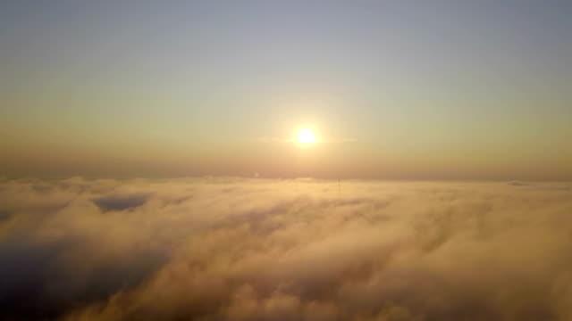 luftaufnahme von sonnenaufgang wolken vom himmel - stratosphäre stock-videos und b-roll-filmmaterial