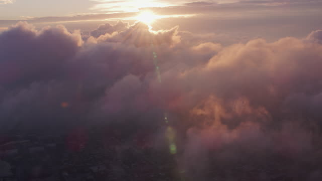 aerial view of sunrise over clouds with manhattan below. - paradiso video stock e b–roll